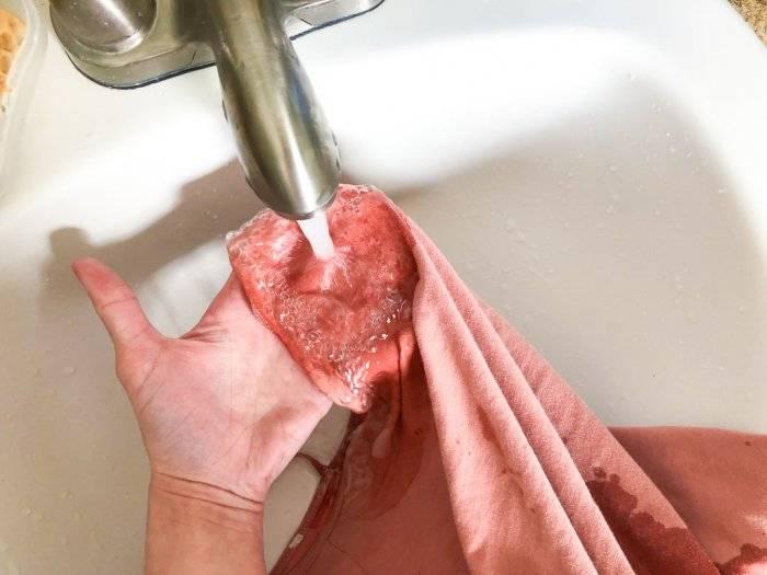 Кровь с одежды как отстирать в домашних условиях