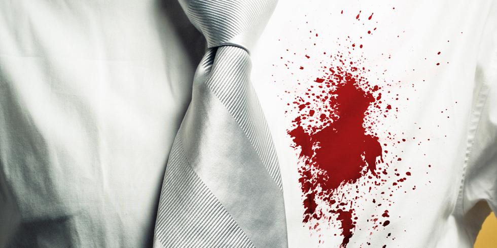 Пятно крови на рубашке