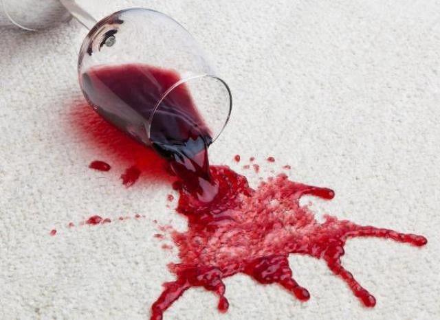 Пятна от вина на скатерти