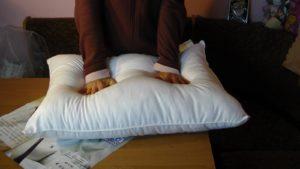 Взбивать подушки после каждого использования