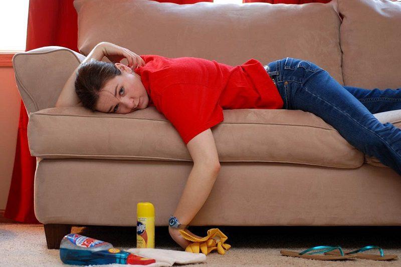 Удаление запаха с дивана