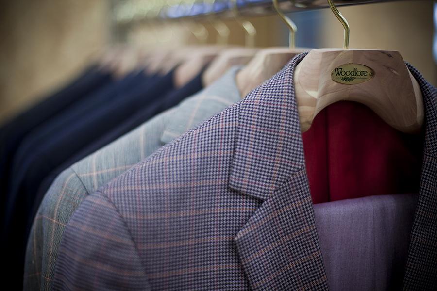 Как правильно стирать костюм в стиральной машине