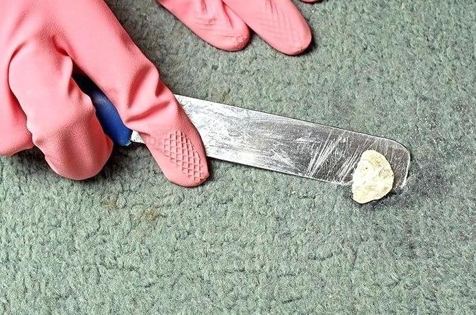 Пластилин на ковре