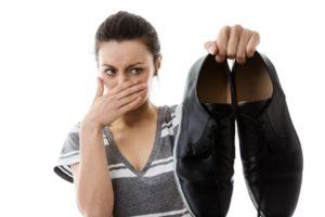 Запах мочи из обуви