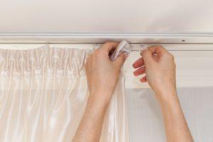 Сушить шторы можно сразу на гардинах