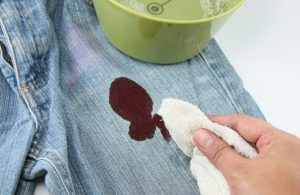 Пятна крови можно отстирать с помощью Аспирина