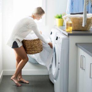 В идеале постельное белье нужно стирать раз в одну или две недели