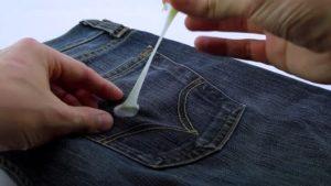 Удаление жвачки с брюк