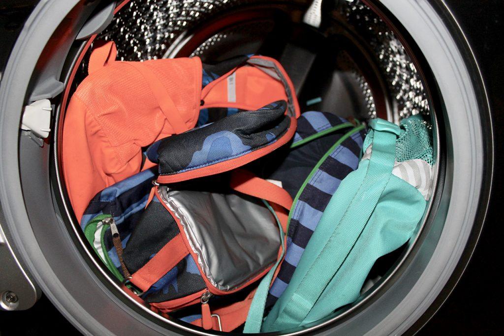 Как постирать школьный рюкзак в стиральной машине