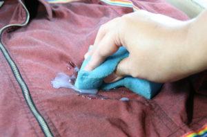 Обработка пятна мыльным раствором