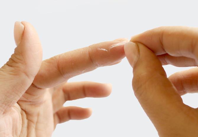 Чем убрать супер клей с кожи в домашних условиях