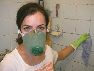 Черная плесень в доме: чем опасна для здоровья и как от нее избавиться