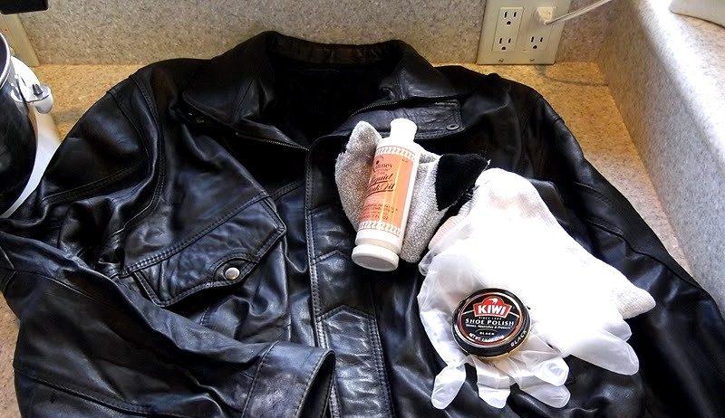 Чистка воротника куртки от засаленности без стирки в условиях дома