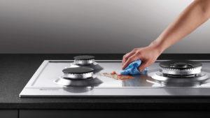 Удаление жира с плиты