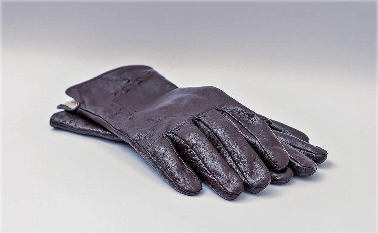 Следует регулярно ухаживать за перчатками