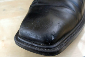 Царапины на обуви