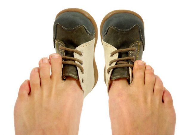 Увеличить размер обуви с помощью фена