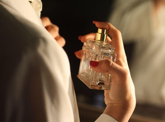 Пятна от парфюма на одежде