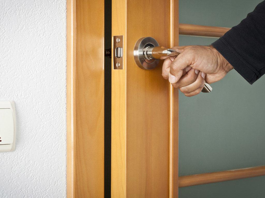Скрип дверей