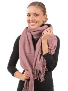 Как завязать шарф на пальто с воротником и без
