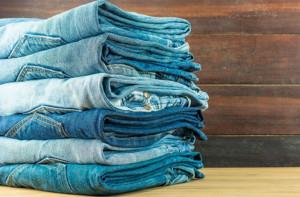 Как правильно гладить джинсы после стирки