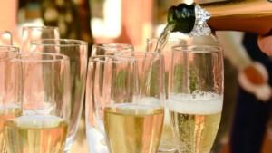 Сколько хранится шампанское закрытое при комнатной температуре