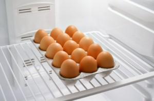 Сколько хранятся яйца сырые в холодильнике