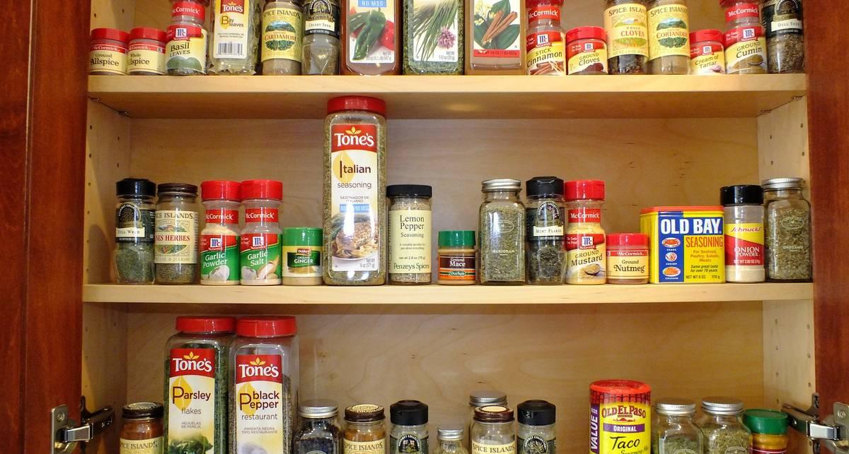 Хранение специй на кухне в пакетах и в холодильнике