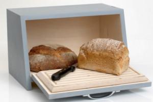 Почему нельзя хранить хлеб в холодильнике в домашних условиях